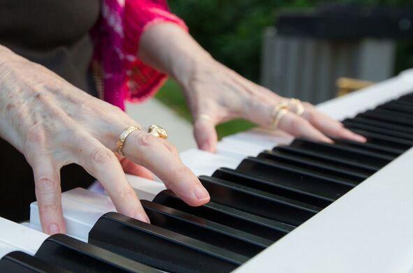 Sonni Quick improv piano